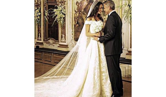 Amal-Alamuddins-Oscar-de-la-Renta-Wedding-Dress3-1