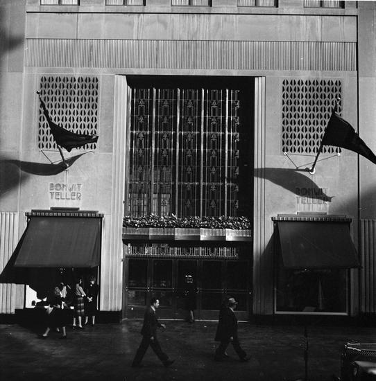 Bonwit Teller exterior ca 1939 image courtesy of mcny.com
