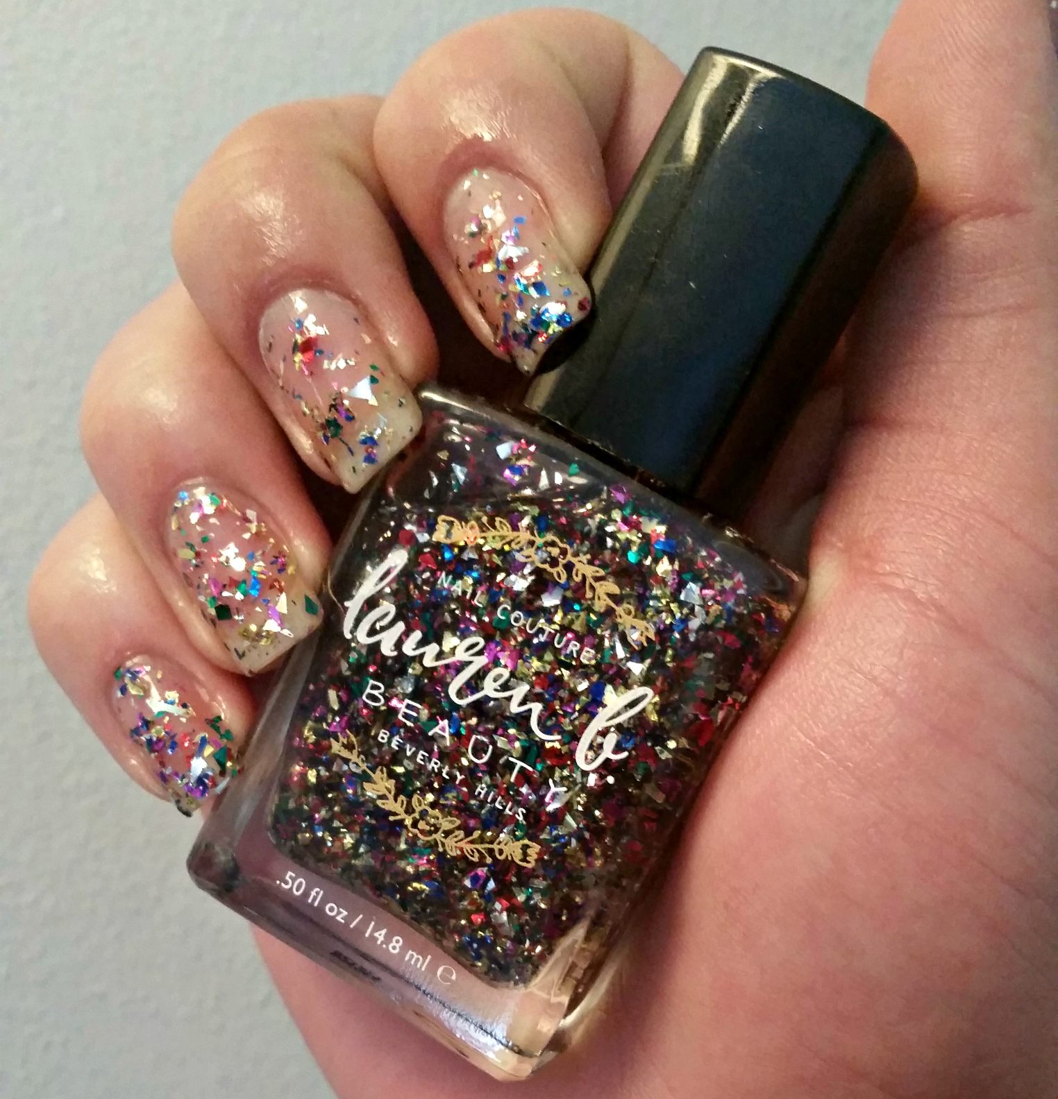 Beauty Alert: Dazzle this New Year\'s Eve with Glitzy Nails and Glam Hair